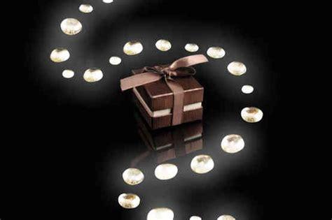 sorprese con candele atmosfera romantica