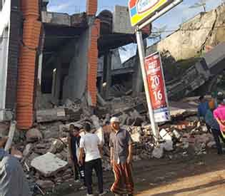 earthquake hits indonesia at least 50 dead dozens missing after earthquake hits