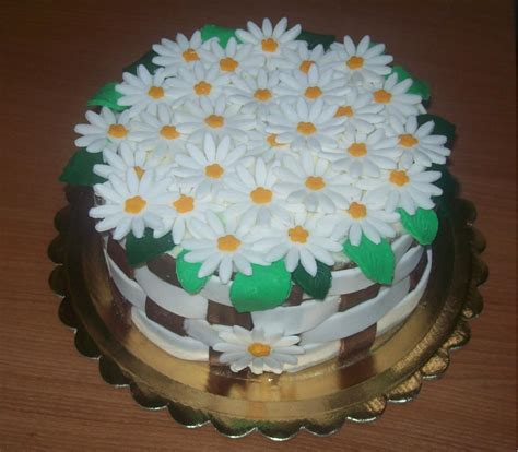 torte di pasta di zucchero con fiori torta in pasta di zucchero con margherite le delizie di pepi