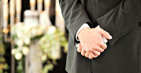 transgender funeral director sues dress code