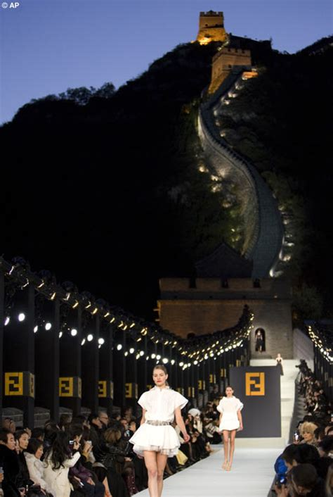 Fendi Catwalk Show In Great Wall Of China by Fendi Holds Fashion Show On Great Wall Of China Daily