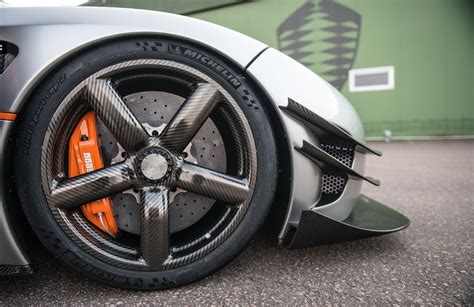 koenigsegg wheels 280mph capable carbon fiber wheels inside
