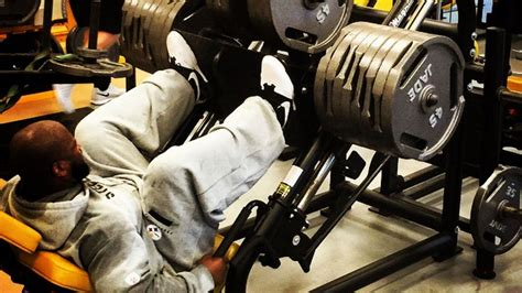 james harrison bench press james harrison leg presses more than 1 000 pounds nfl