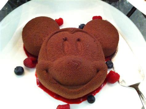 new year cakes hong kong enchanted garden restaurant hong kong disneyland hotel