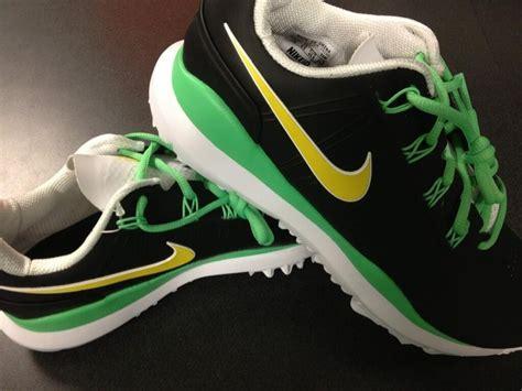 Tshirtkaaos Nike Ducks Football oregon ducks nike golf shoes