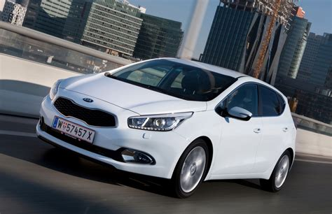 Kia Ceed Hatchback Review (2012   )   Parkers