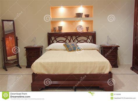 chambre 224 coucher classique avec les meubles en bois
