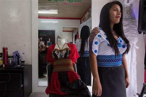 agencia y escuela de modelos navarro pasarela desde riobamba dise 241 adores ind 237 genas imponen la moda