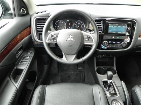 outlander mitsubishi 2015 interior 2015 mitsubishi outlander is perfectly middle of the road