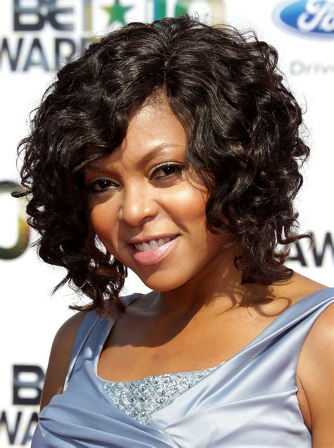 taraji p henson long wavy hairstyle pictures to pin on pinterest taraji p henson medium curls taraji p henson hair