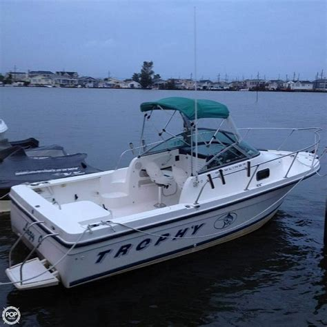 trophy boats 1998 used trophy 2052 walkaround fishing boat for sale