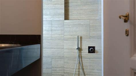 rivestimento bagno travertino piastrelle bagno travertino rivestimenti bagno con