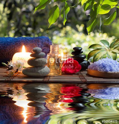 immagini candele e fiori quot candele asciugamani pietre e fiori di mandorle in acqua