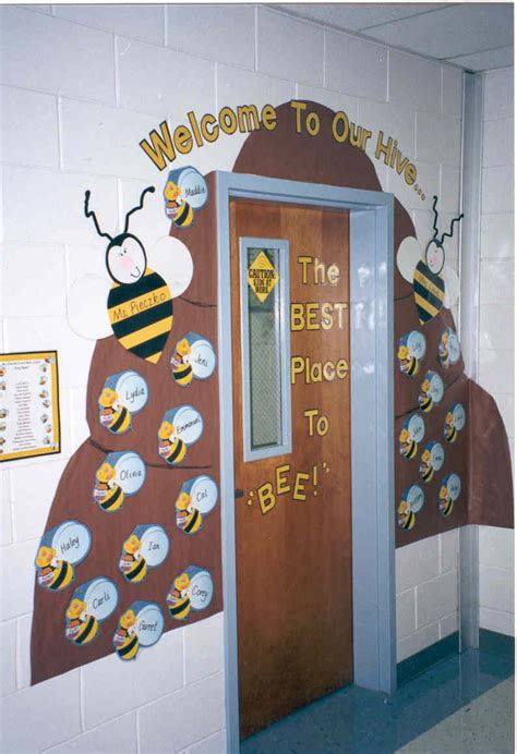 pixie a year monday door decor