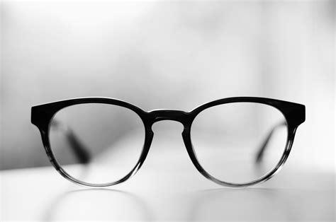 Kacamata Rb8251 Putih Hitam Framelensa gambar model kacamata hitam heavy browline tilan modern gaya sebuah klasik di rebanas rebanas