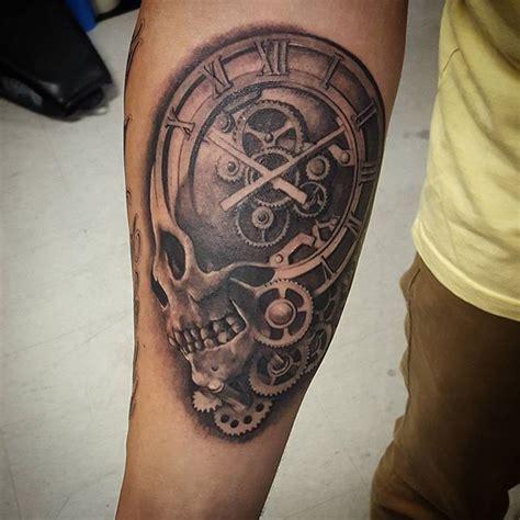 tatuaggi scritte braccio interno teschio
