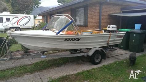 quintrex boat flooring quintrex 4 m premier tinny dinghy johnson 25hp and tilt