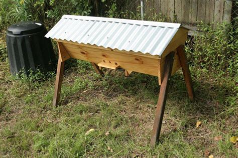 how to make a top bar beehive bakes learn simple bee hive construction