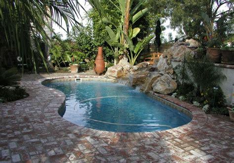 Pool im Garten   20 nierenförmige Schwimmbecken
