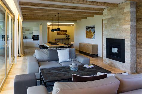 pareti in pietra con camino camino in pietra per soggiorno ambienti realizzati con
