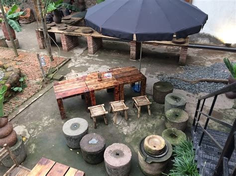 backyard beer garden craft beer goes viral in vietnam backyard bia hoi