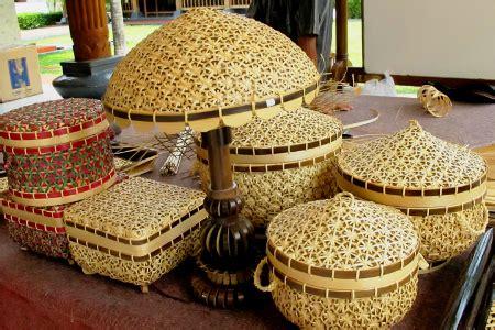 Sandal Hotel Anyaman kerajinan ayaman bambu dengan cara membuatnya sarungpreneur