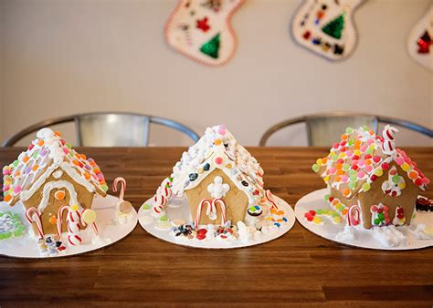 gingerbread house for kids how to throw a kids gingerbread house party