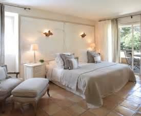 chambre beige et mauve paihhi
