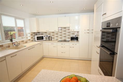 White Glossy Contemporary Kitchen, Droitwich   Diamond