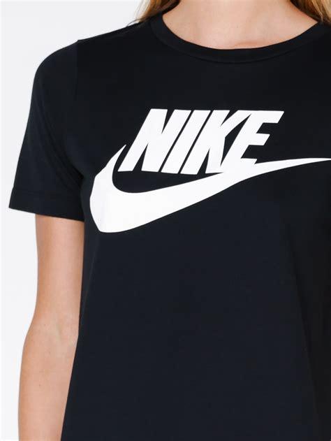 Tshirt Mancing 9 nike womens nike sportswear essential t shirt in black