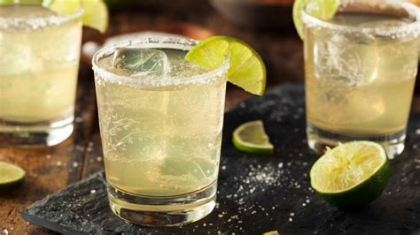 how to make a perfect margarita cocktail recipe ingredients doses and history of a legendary