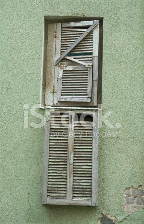 jalousie gerissen broken shutter on a green wall stock photos freeimages