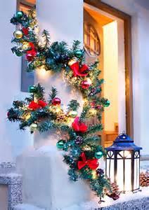 weihnachtsgirlande mit beleuchtung für aussen tannengirlande eine weihnachtsdeko