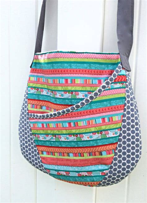 free pattern bags download easy oval messenger bag free sewing pattern messenger