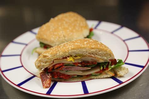 la cuisine de bertrand le burger 224 la bascou du chef bertrand gu 233 neron