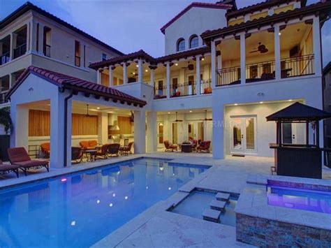 robbing houses the 15 most incredible homes owned by nfl players