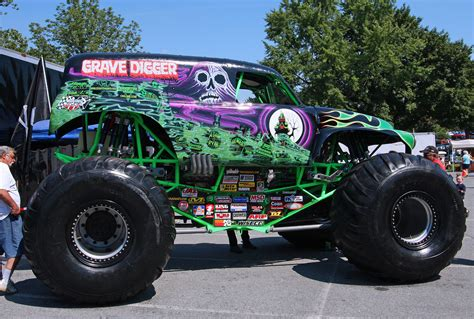 monster truck grave digger video trucks grave images