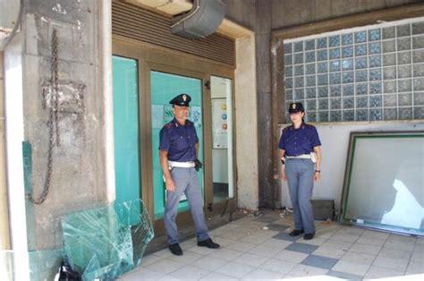 banco napoli reggio calabria polizia sventa rapina a banco napoli di reggio un arresto