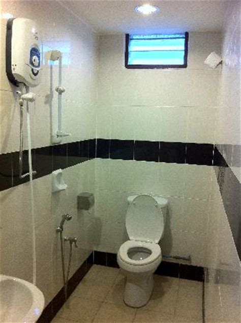 washroom picture of hotel shangg ipoh tripadvisor
