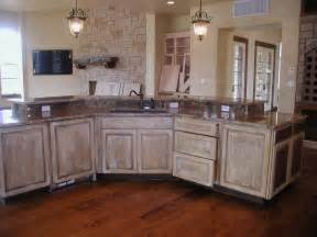 Whitewashed Kitchen Cabinets White Washed Cabinets Traditional Kitchen Design Kitchen Design Ideas