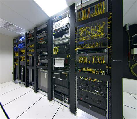 data rooms file datacenter telecom rectilinear r10deg 120x105deg jpg wikimedia commons