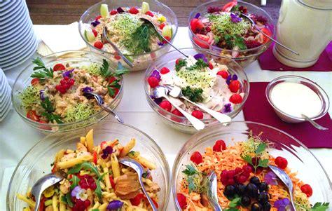 comment cuisiner les crevettes congel馥s recette de salade pour un buffet froid un site culinaire