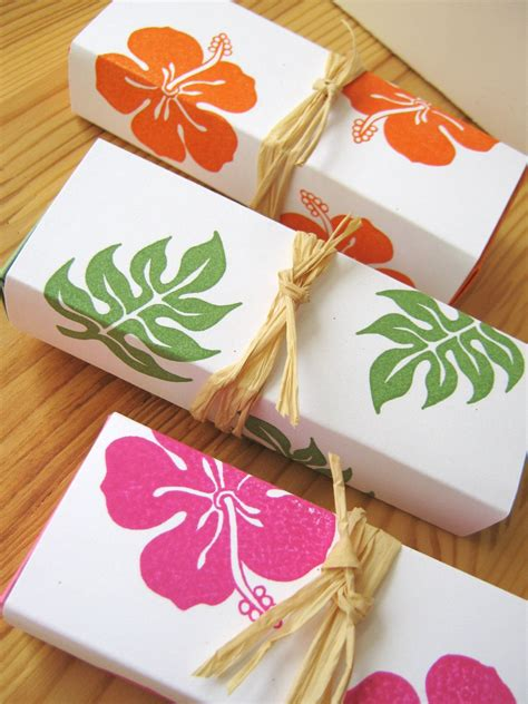 hawaiian wedding shower favors tropical hibiscus island style wedding favor boxes hawaii