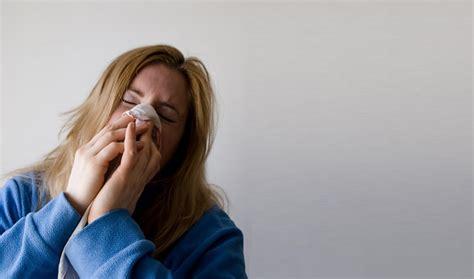 mal di testa e raffreddore raffreddore estivo cause sintomi durata e rimedi