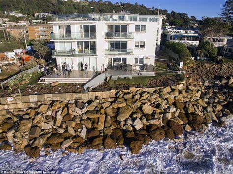 Volunteers Rush To Sandbag Collaroy Homes After King Tide Collaroy House