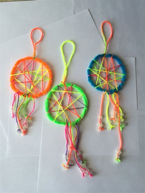 How To Make A Cool Craft Out Of Paper - crafts with pipe cleaners catchers catcher and pipes