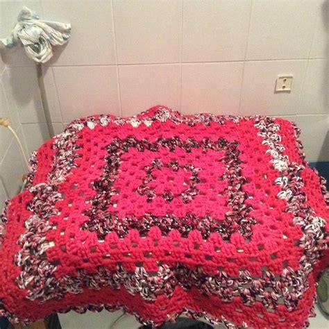 tappeto fucsia tappeto quadrato fucsia e fantasia in fettuccia per la