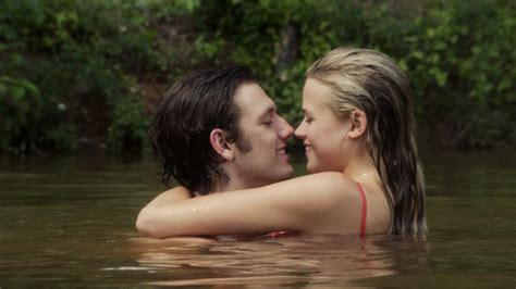 endless love film rotten tomatoes alex pettyfer endless love remake trashed by original