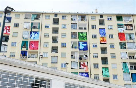 tende balcone torino torino le tende da sole di un palazzo diventano opera d