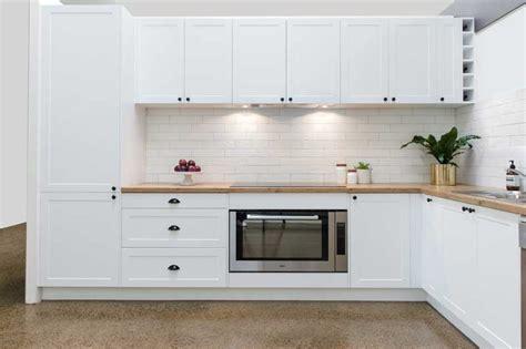 flat pack kitchen cabinets matt white shaker kitchen base shaker kitchen styles at warehouse prices kitchen shack